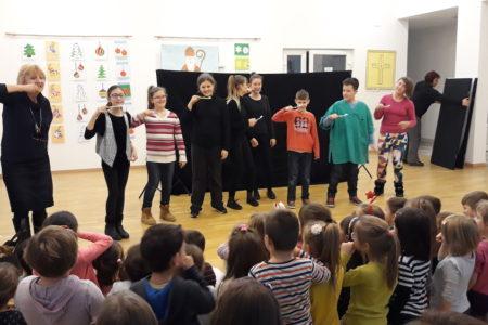 """Bjelovarsko kazalište gostovalo u Dječjem vrtiću """"Zrno"""""""
