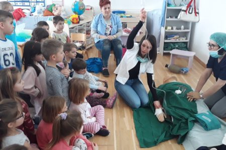 Vrtićance posjetile medicinske sestre