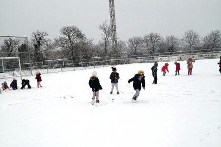Padaj, padaj snježiću…
