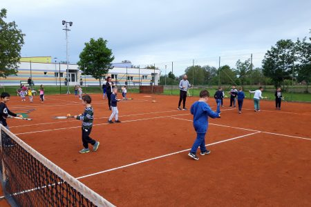 Vrtićanci uživali u treningu tenisa